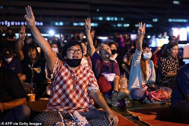 Foto di Manifestanti contro il divieto di pornografia in Thailandia